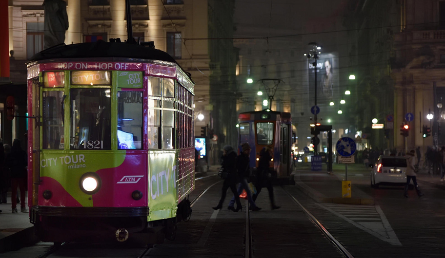 VISIT MILANO Tram in the night